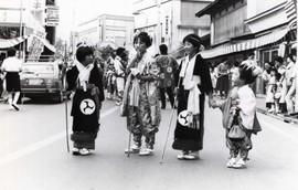 【鳴雷神社例大祭】山車の前を歩く手古舞